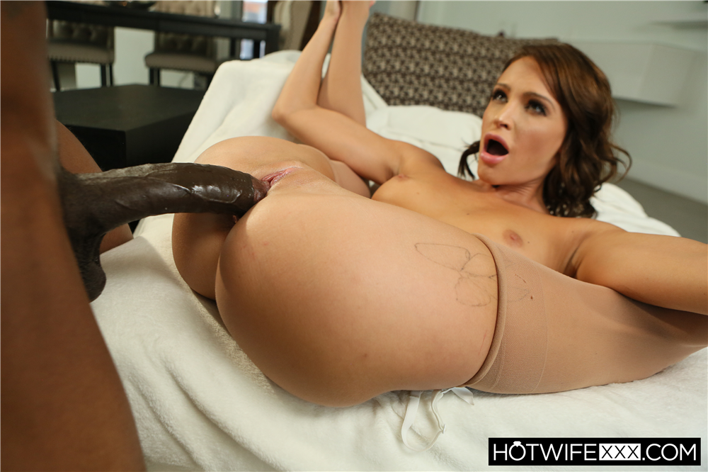 Emma Is Hot For Her Bull's BBC Picture - Emma Hix, Slim Poke | HotWifeXXX